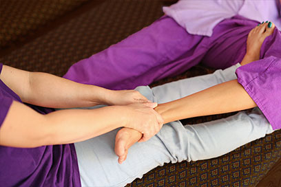 Thai Foot Massage – How it can help your aching legs and feet!